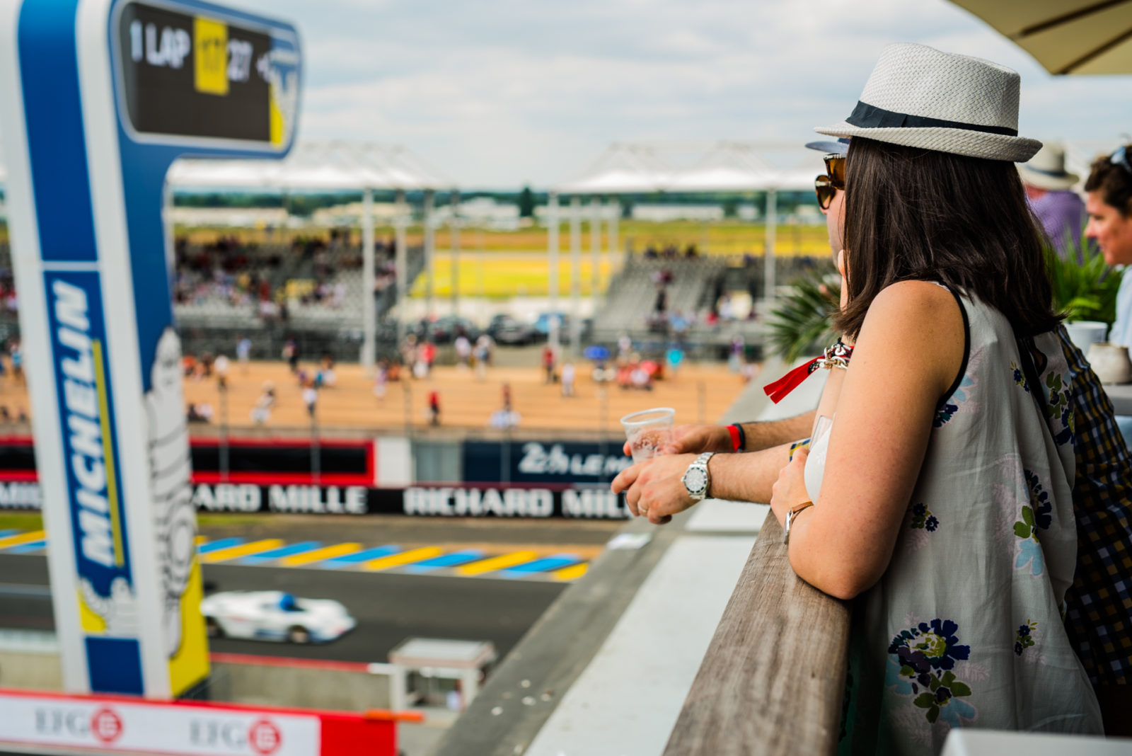 Terrasse open bar Packs vip privilège le mans classic